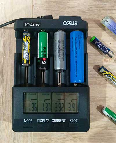 Opus BC-3100 Ver 2.2 AA lithium battery charger