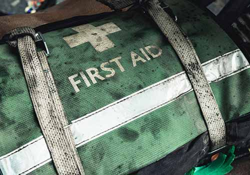 build an emergency first aid kit